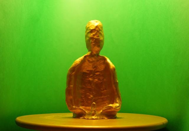 arcilla pintada de oro