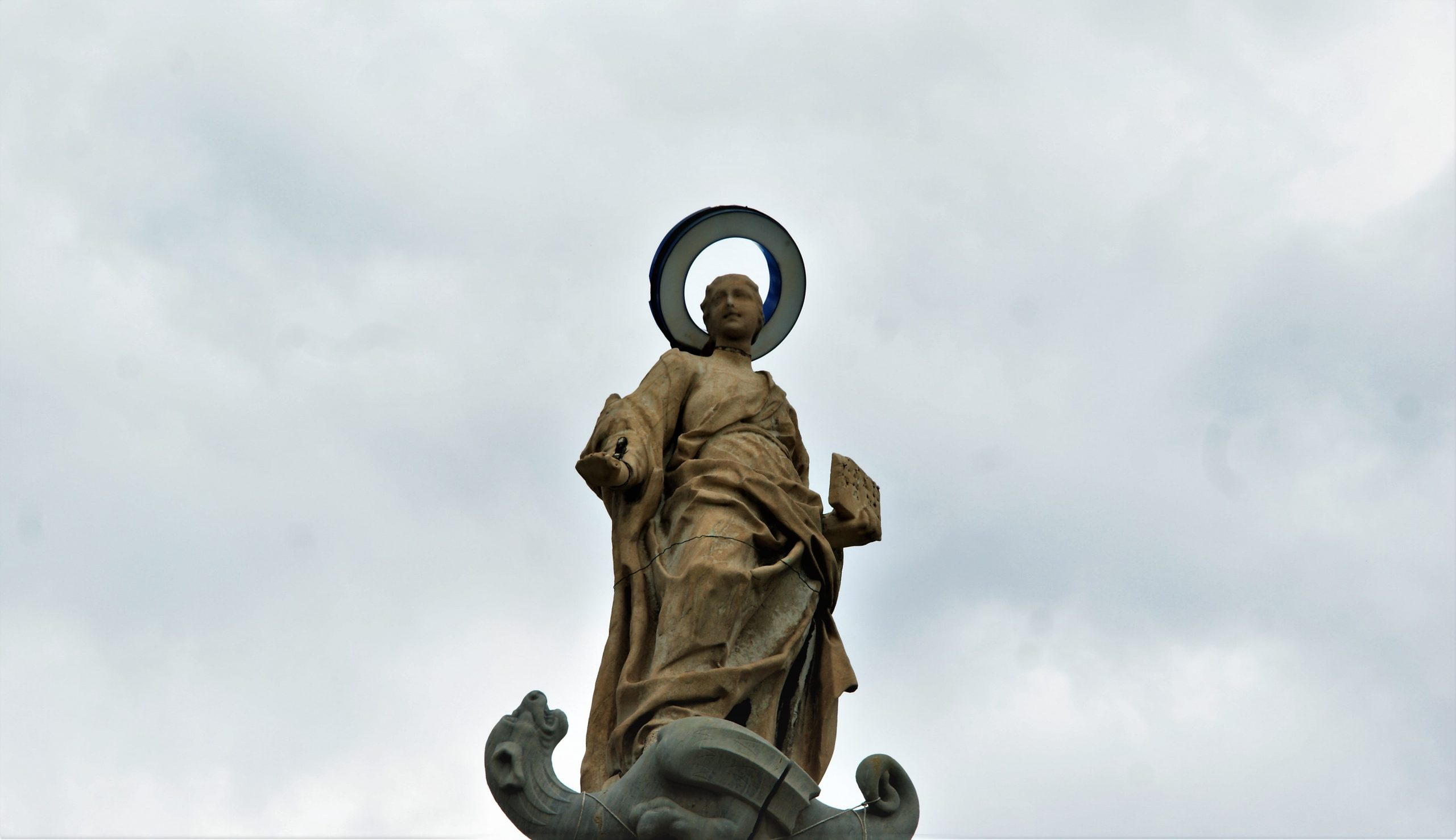 Piazza dei Martiri custodisce Piazza Dante.